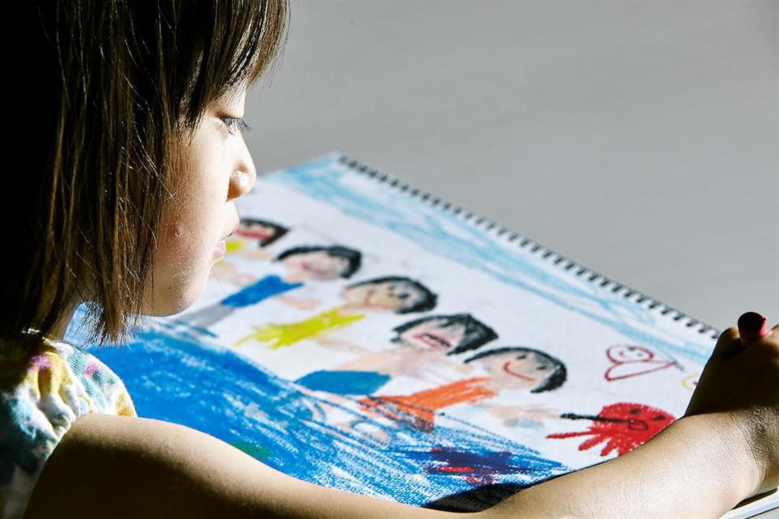 petite fille dessin colorié une affaire de famille kore eda