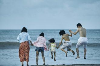 famille affaire plage ensemble hirokazu kore-eda
